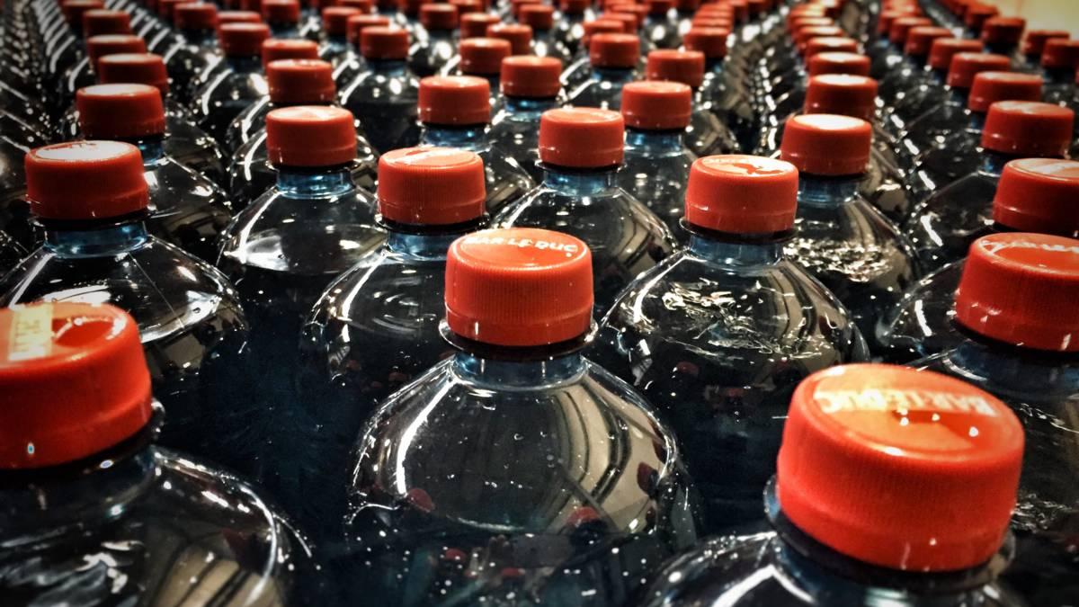 Multinationals pakken plastic afvalberg aan, maar is het genoeg?